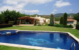 Houses with pools for sale in Tarragona. Comfortable villa with a garden, a pool and a barbecue area, Almoster, Spain