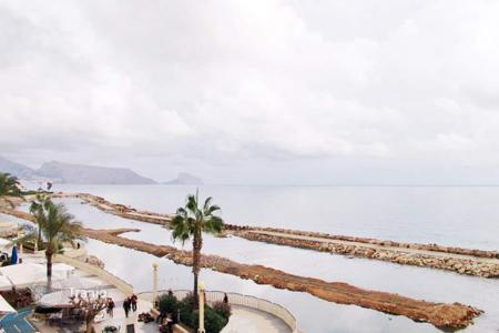 Coastal residential for sale in Altea. First-line apartments of 3 bedrooms boasting panoramic views of the sea and mountain in Altea