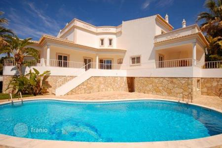 Property for sale in Faro. Fantastic 4 bedroom villa with pool and garage