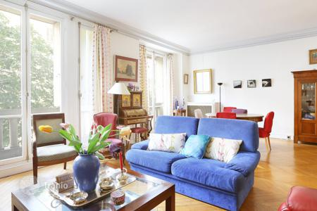 Luxury 2 bedroom apartments for sale in Europe. Spacious apartment with a view on the Eiffel Tower, in the city center, Paris 7th, Ile-de-France, France