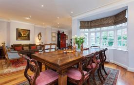 Stylish 4 Bedroom Apartment in Chelsea, with Generous Garden and appealing interior design. Price on request