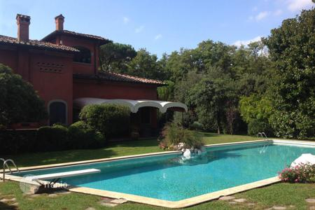 Houses with pools by the sea for sale in Tuscany. Villa – Forte dei Marmi, Tuscany, Italy