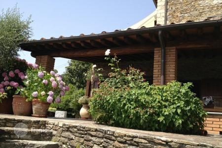 Houses with pools by the sea for sale in Tuscany. Villa – Pietrasanta, Tuscany, Italy
