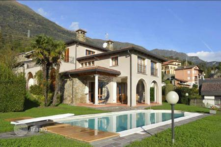 Houses with pools for sale in Lombardy. Villa with pool and panoramic views of Lake Como, Italy