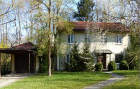 Luxury 4 bedroom houses for sale in Central Europe. Spacious house with a balcony, a winter garden and a large plot, near the forest, Munich, Bavaria, Germany