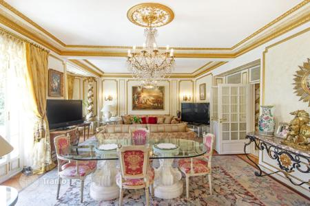 Luxury 4 bedroom apartments for sale in France. Restored apartment in a historical residence with garden view opposite the Massena Museum in Golden Square, Nice, Cote d`Azur, France