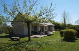 Residential for sale in Occitanie. Spacious villa with a beautiful garden, a covered veranda and mountain views, 10 minutes drive from Capvern, Hautes-Pyrénées, France