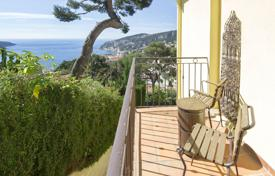 Charming period house overlooking the bay for 1,695,000 €