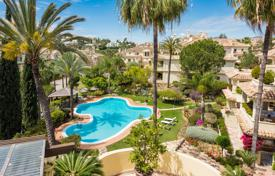Luxury 4 bedroom apartments for sale in Southern Europe. Stunning Duplex Penthouse in Las Alamandas, Nueva Andalucia