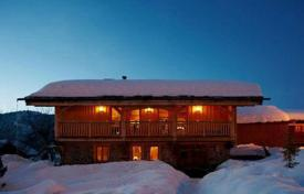 Chalets for rent in Les Gets. Ski-in/ski-out chalet with a spa and a cinema in the ski resort of Les Gets, France