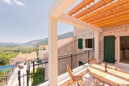Houses with pools for sale in Montenegro. Villa - Herceg Novi (city), Herceg-Novi, Montenegro