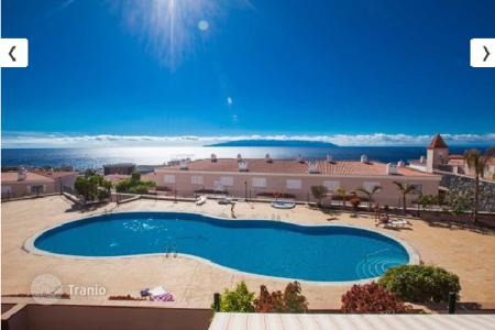 Townhouses for sale in Tenerife. Furnished townhouse with an ocean view in Playa de la Arena, Tenerife