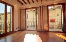 Property for sale in Palma de Mallorca. Apartment with two bedrooms, a fireplace and balconies, Palma de Mallorca, Spain