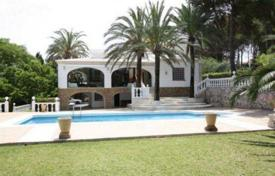 Luxury 6 bedroom houses for sale in Alicante. Villa of 6 bedrooms with pool and BBQ area in Jávea