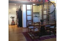 3 bedroom apartments for sale in Ciutat Vella. Two-level duplex apartment in an old building, in the Gothic Quarter, Barcelona