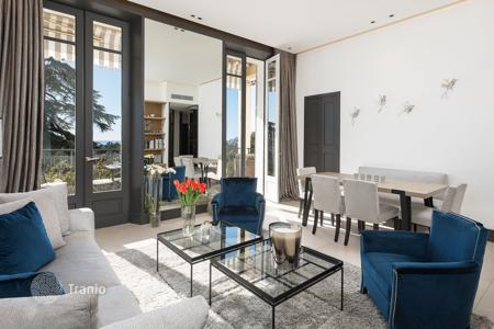 Property for sale in France. Designer sea view apartment with a terrace, Cannes, France