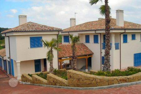 5 bedroom houses for sale in Buron. Great house on the golf course in La Reserva