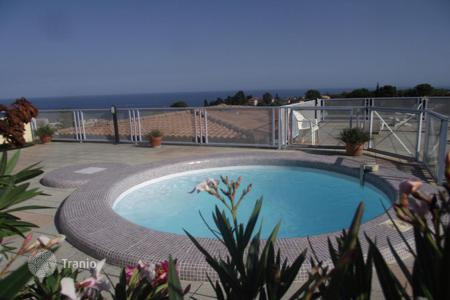 Cheap apartments with pools for sale in Côte d'Azur (French Riviera). Apartment - Roquebrune - Cap Martin, Côte d'Azur (French Riviera), France