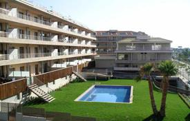 Apartments for sale in El Masnou. Magnificent flat with a garden and swimming pool, private terrace, just at 2 minutes to the beach!