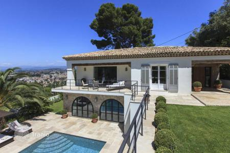 Houses for sale in Cannes. Villa in the heights of Cannes