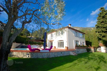 Luxury 4 bedroom houses for sale in Côte d'Azur (French Riviera). Magnificent luxury property with panoramic views