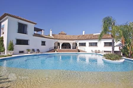 Luxury 6 bedroom houses for sale in Estepona. Luxurious Cortijo Style Villa in El Paraiso, Estepona