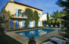 Houses with pools for sale in Saint-Tropez. Voluminous villa with a garden and a swimming pool, Saint-Tropez, France
