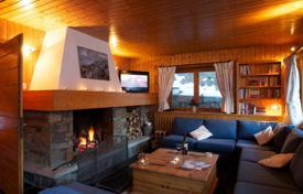 5 bedroom villas and houses to rent in Meribel. Ski-in/ski-out chalet with private parking in the ski resort of Meribel, France