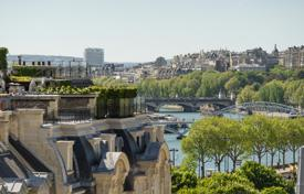 Luxury 2 bedroom apartments for sale in Paris. Paris 8th District – A penthouse apartment with a superb terrace