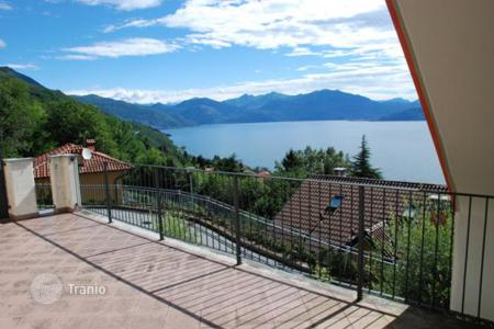 2 bedroom apartments for sale in Ghiffa. Apartment – Ghiffa, Piedmont, Italy