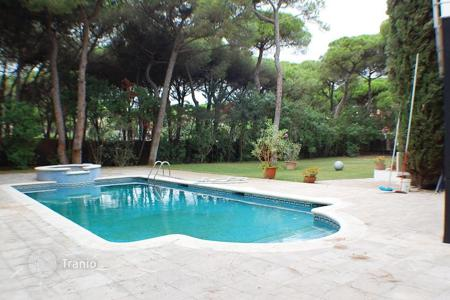 6 bedroom houses by the sea for sale in Costa del Garraf. House close to the sea in Castelldefels