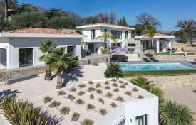 Luxury houses with pools for sale in Côte d'Azur (French Riviera). Modern villa with a swimming pool, terraces and panoramic views of the hills and the historic center of the village, Mougins, France