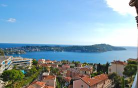 Residential for sale in Villefranche-sur-Mer. Beautiful top floor apartment with pool and tennis