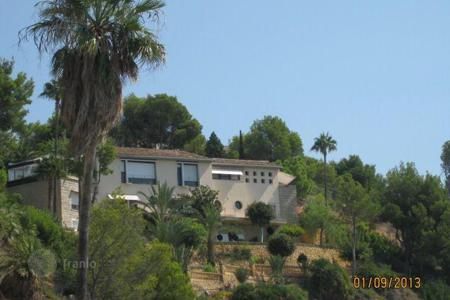 6 bedroom houses for sale in Altea. Villa with pool and garden on the seafront in Altea, Costa Blanca