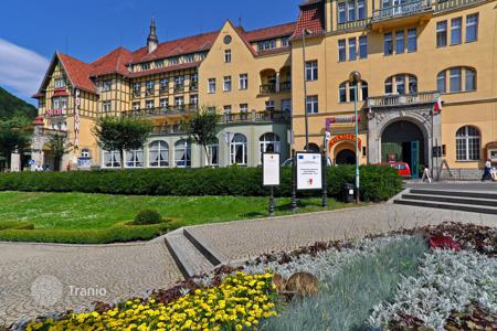 Commercial property for sale in Brandenburg. Three-star hotel near the lake with estaurant and swimming pool and 8,2% yield, north of Berlin