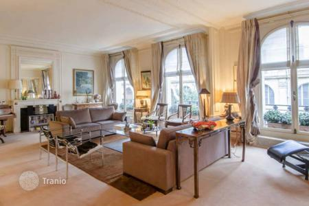 5 bedroom apartments for sale in Paris. Paris 16th District – A short distance from Trocadero and the Eiffel Tower. Rue de la Pompe