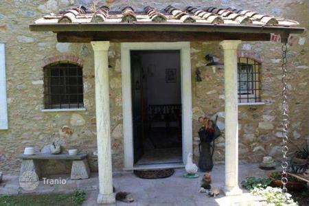 4 bedroom houses for sale in Pietrasanta. Villa - Pietrasanta, Tuscany, Italy