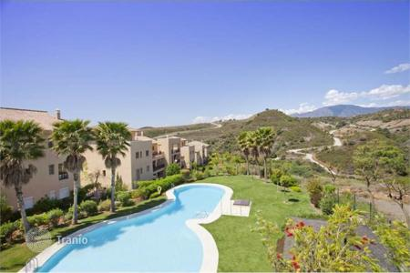 Foreclosed 2 bedroom apartments for sale in Spain. Comfortable apartment with sea view, Estepona, Spain