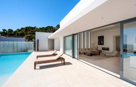 Houses with pools from developers for sale in Spain. Exceptional property with 810 m² of living space and a 2500 m² garden boasting panoramic sea views in Vista Alegre