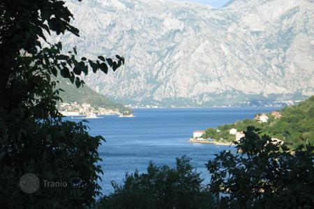 2 bedroom houses for sale in Kotor. Old stone house within the three minutes from the sea. Peaceful location with beautiful sea view. Three story house, 170 m²