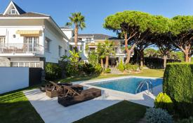 Luxury houses with pools for sale in Barcelona. Villa with spectacular views of the Mediterranean