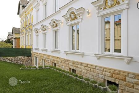 Luxury houses for sale in Vienna. The old mansion with three apartments in the prestigious, 18th district of Vienna