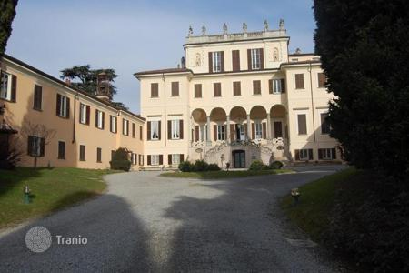 Property for sale in Lombardy. APARTMENT in 17''CENTURY VILLA — LECCO AEREA