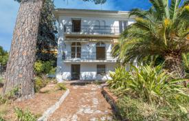 3 bedroom houses for sale in Côte d'Azur (French Riviera). Beautiful bourgeois home of 240 m² in the heart of Cimiez