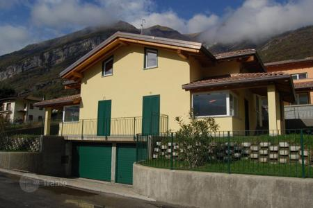 Townhouses for sale in Italian Lakes. Terraced house – Lake Como, Lombardy, Italy