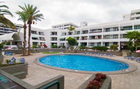 Apartments with pools for sale in Playa. Apartment in the center of Las Americas, 2 km from Los Cristianos and a 5-minute walk from the bars, restaurants and shops