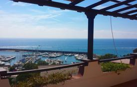 Coastal property for rent in Lazio. Penthouse with a panoramic sea view and a private garden in a gated residence, 300 m from the beach, San Felipe Circeo, Italy