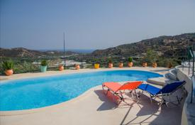 Houses with pools for sale in Crete. Detached house – Crete, Greece