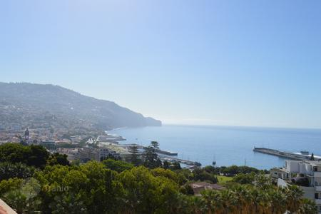 Apartments for sale in Madeira. 3 bedroom apartment in the centre of Funchal