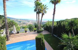 Houses with pools for sale in Alella. Villa with views over the Mediterranean